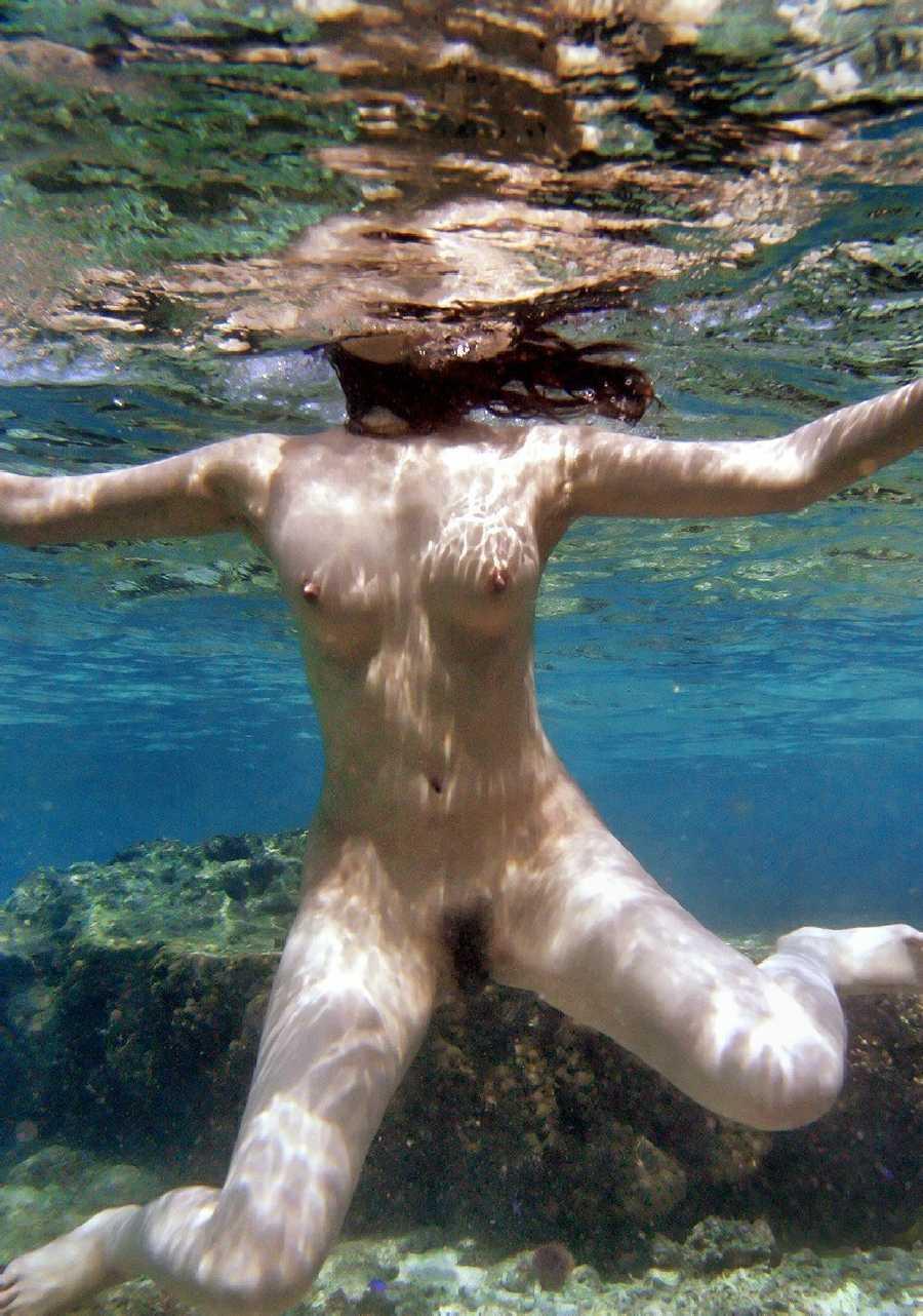 Girls swimming nude underwater